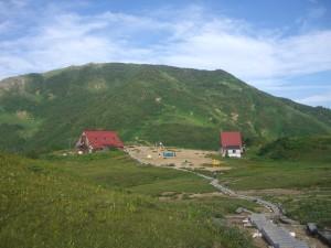朝日小屋とテント場