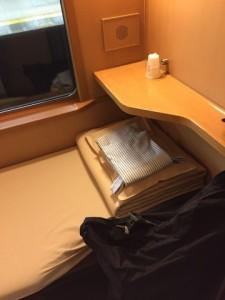寝台車の中