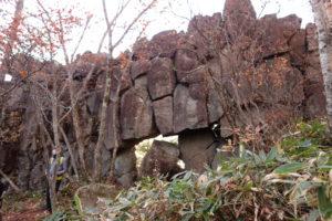 ナゾの石組み