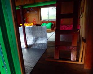 栂海山荘の室内