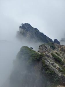 五竜岳に登る女性クライマー